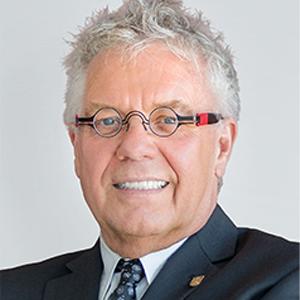 Dean Frank receives Acadia Alumni Association's 2021 Distinguished Alumni Award
